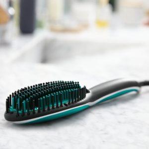 cepillo alisador azul y negro de la marca Rowenta
