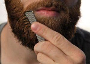 peinando la barba